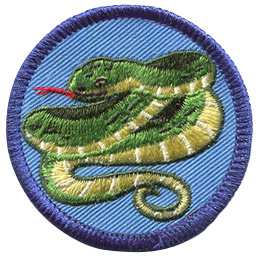 This round badge displays a green snake folding back and forth on itself. The creature's tail rests at the bottom and it's head at the top of the crest. It has it's forked tongue sticking out.