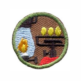 This round one inch patch depicts an camping lantern and a lit stove.